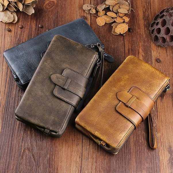 8 Amazing Gifts for Your Team This Holiday Season leather wallet